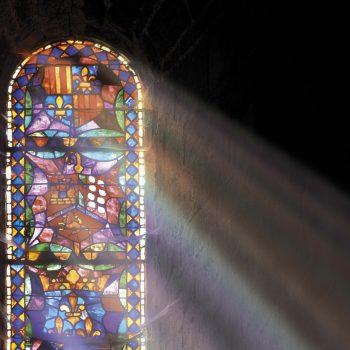 Agosto 2021 – Estén quietas… Dios es nuestra luz radiante