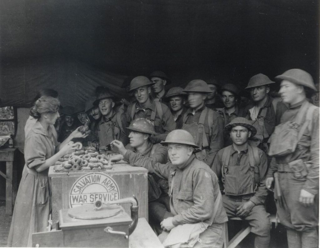 Ensign Signa Saunders serving the troops, 1918.